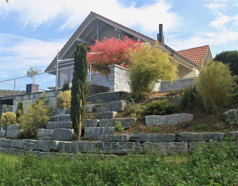 Garten-Natursteinmauer